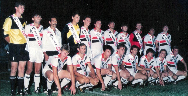 Campeão Copa RBS 1990. Em pé: Léco, Kako, Chico, Gio, Tito, Négui, Paulo Cleto, Mão, Juruna, Kiko. Sentados: Beto, Lamper, Segura, Gordo, Jego, Pédo, Ernani e Feda.