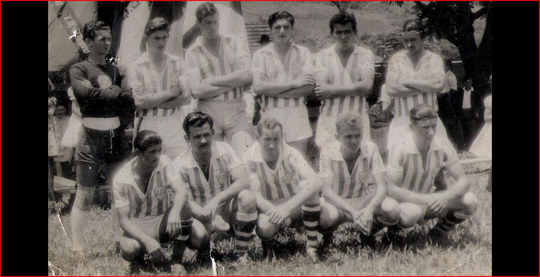 EC Itapiranga, década de 1950. Em pé: Décio, Lacy, Rubem, Conrado, Juca e Neto. Sentados: Xixo, Carlito, Antônio, Zeca e João.
